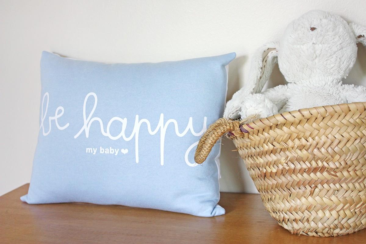 coussin be happy bleu ciel jolis m mes. Black Bedroom Furniture Sets. Home Design Ideas